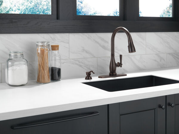Single Handle Pull-Down Kitchen Faucet with Touch2O® and ShieldSpray® Technologies, image 3