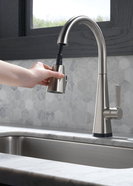 Single-Handle Pull-Down Kitchen Faucet with Touch2O® Technology, image 5