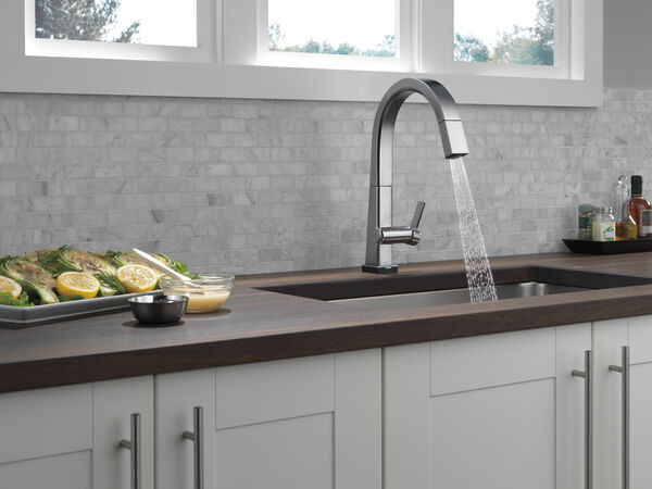 Single Handle Pull Down Kitchen Faucet with Touch2O® Technology, image 9