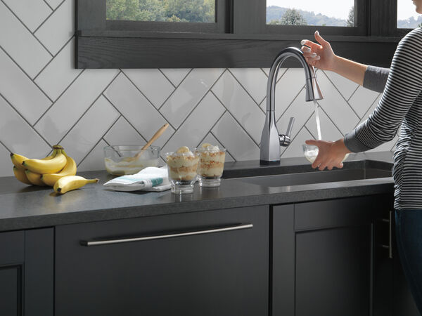Single Handle Pull-Down Kitchen Faucet with Touch<sub>2</sub>O® and ShieldSpray® Technologies, image 5