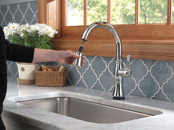 Single Handle Pull-Down Kitchen Faucet with Touch<sub>2</sub>O® and ShieldSpray® Technologies, image 7