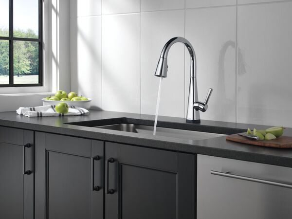 Single-Handle Pull-Down Kitchen Faucet with Touch2O® Technology, image 12