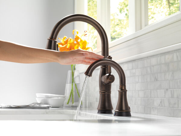 Single Handle Pull-Down Kitchen Faucet with Touch<sub>2</sub>O® and ShieldSpray® Technologies, image 2