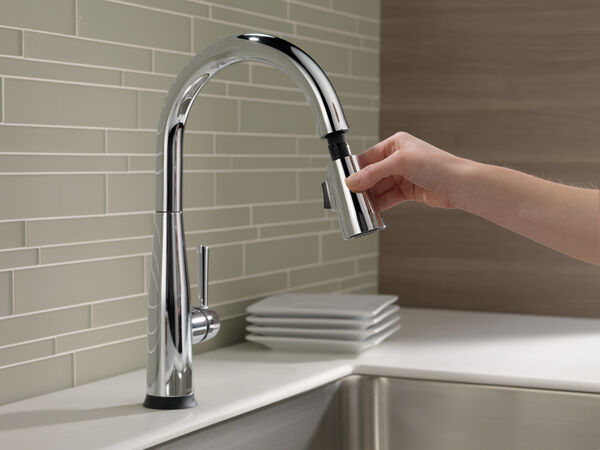 Single Handle Pull-Down Kitchen Faucet with Touch<sub>2</sub>O® Technology, image 12