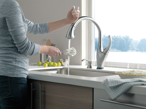 Single Handle Pull-Down Kitchen Faucet with Touch<sub>2</sub>O® Technology and Soap Dispenser, image 5