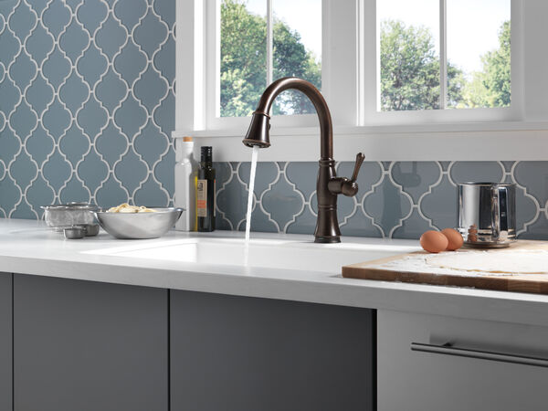 Single Handle Pull-Down Kitchen Faucet with Touch<sub>2</sub>O® and ShieldSpray® Technologies, image 32