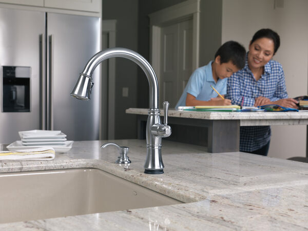 Single Handle Pull-Down Kitchen Faucet with Touch<sub>2</sub>O® and ShieldSpray® Technologies, image 17