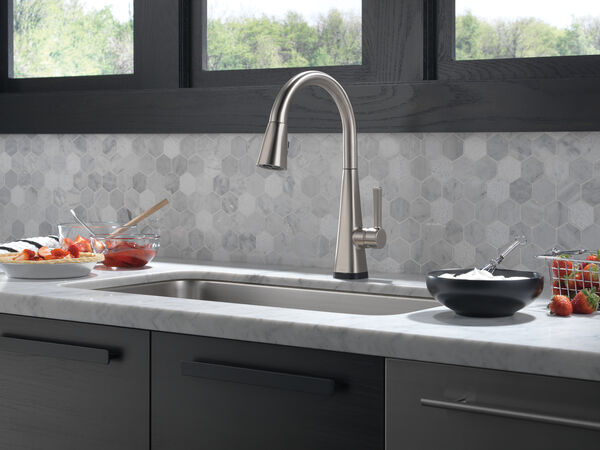 Single-Handle Pull-Down Kitchen Faucet with Touch2O® Technology, image 17