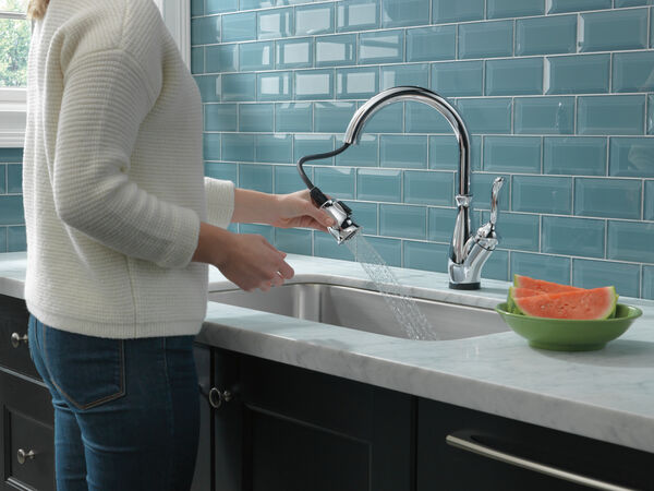 Single Handle Pull Down Kitchen Faucet With Touch2o And Shieldspray Technologies 9178t Dst Delta Faucet