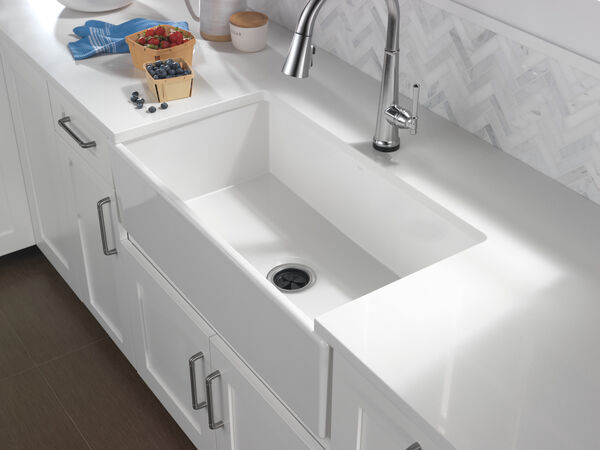 Single Handle Pull Down Kitchen Faucet with Touch2O Technology, image 4