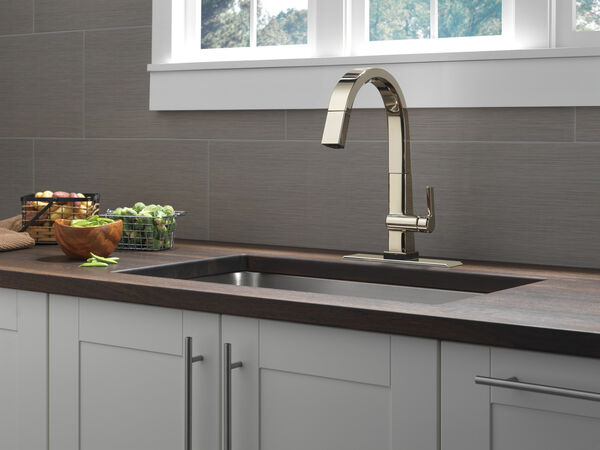 Single Handle Pull Down Kitchen Faucet with Touch<sub>2</sub>O® Technology, image 5