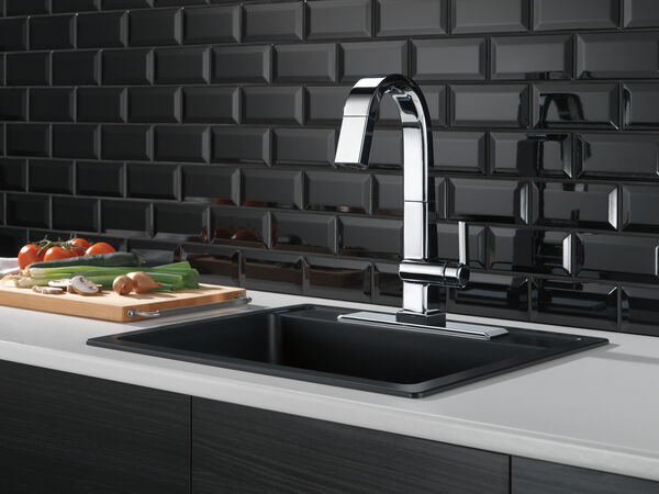 Single Handle Pull Down Bar/Prep Faucet With Touch<sub>2</sub>O Technology, image 5
