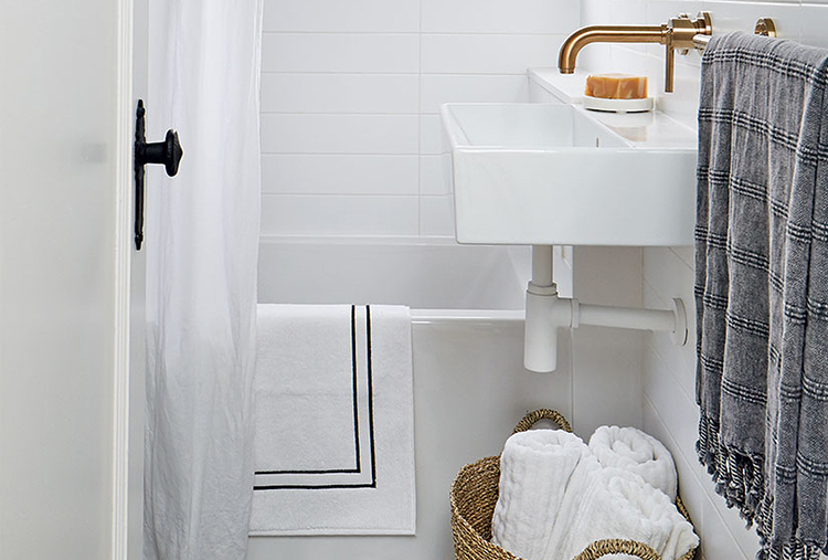 Small-bath design tips: Utilize baskets to hold towels